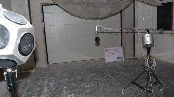 Akustikdörrar-under-testet