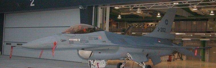 Den-isolerade-Inbrottssäkra-hangarvippdörren-Volkel-Holländska-militär-armé
